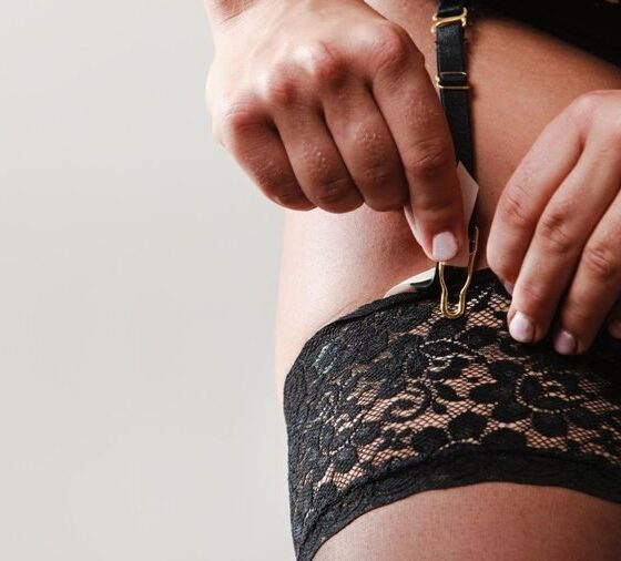 How to Wear a Garter Belt